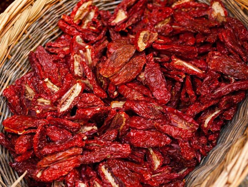 Pomodori secchi sott'olio: il gusto della tradizione salentina