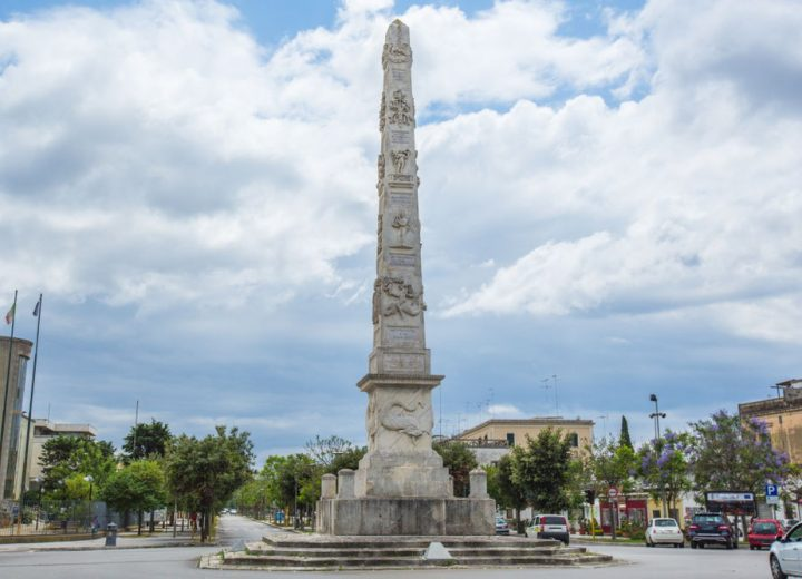 Salento: alla scoperta dell'obelisco di Lecce