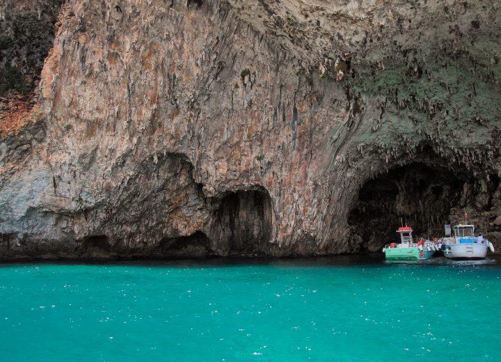 Le sorprendenti grotte del Salento