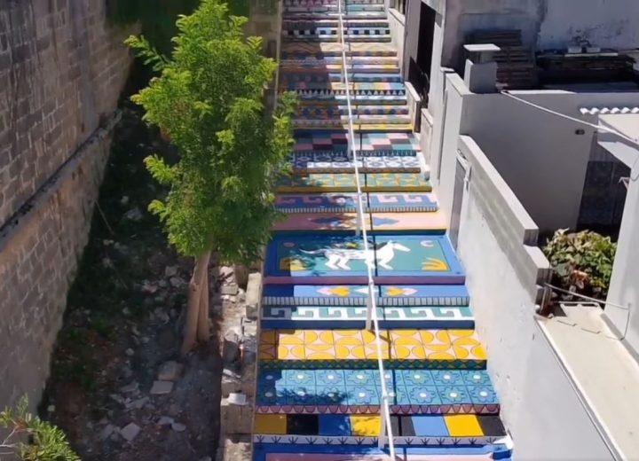 A Ruffano una scalinata diventa un coloratissimo tappeto volante