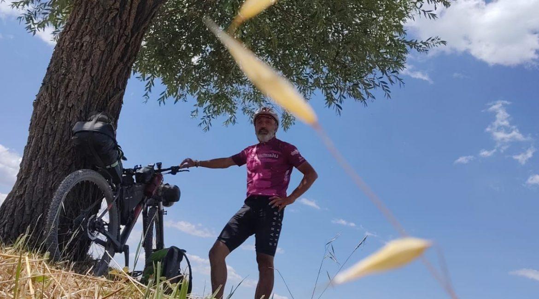 A bordo di una mountain bike dalla Lombardia al Salento, il viaggio di Lorenzo